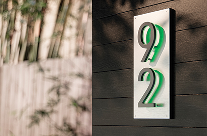 LUXELLO | ILLUMINATED HOUSE NUMBER BACKPLATE VERTICAL 5 INCH