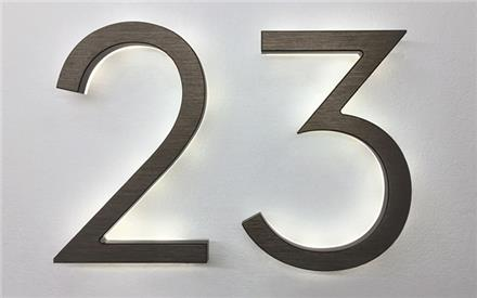 LUXELLO | MODERN NEUTRA 8 BRONZE BACKLIT NUMBERS