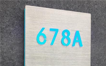 LUXELLO | ROOM NUMBER SIGN PANEL LIGHTED - BRUSHED