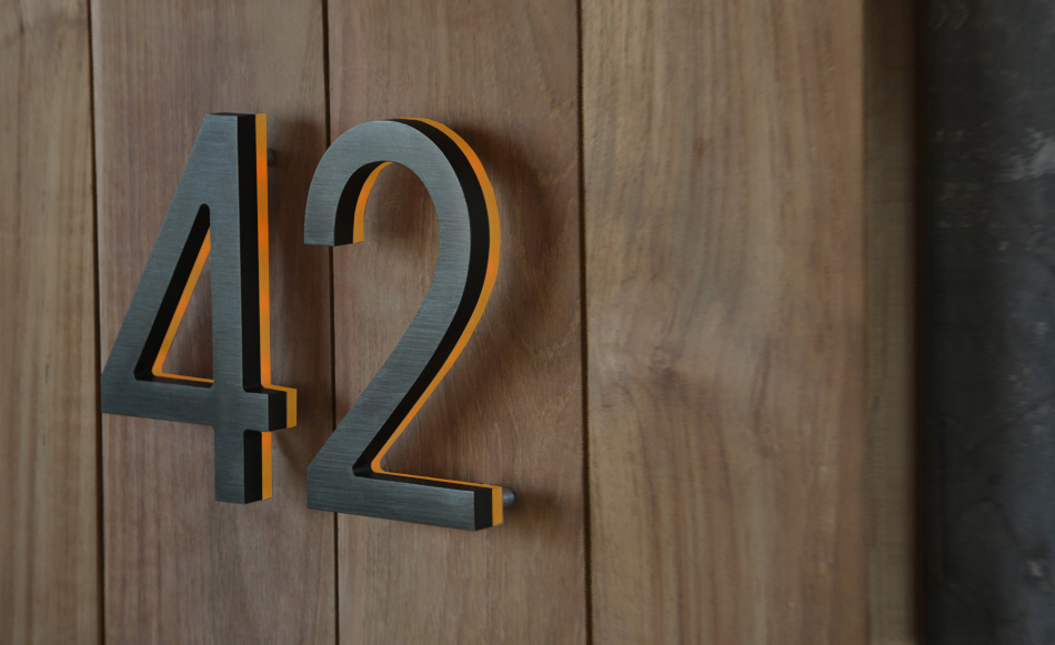 Modern bronze house numbers illuminated luxello